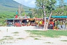 Sunshine's Beach Lounge - Nevis