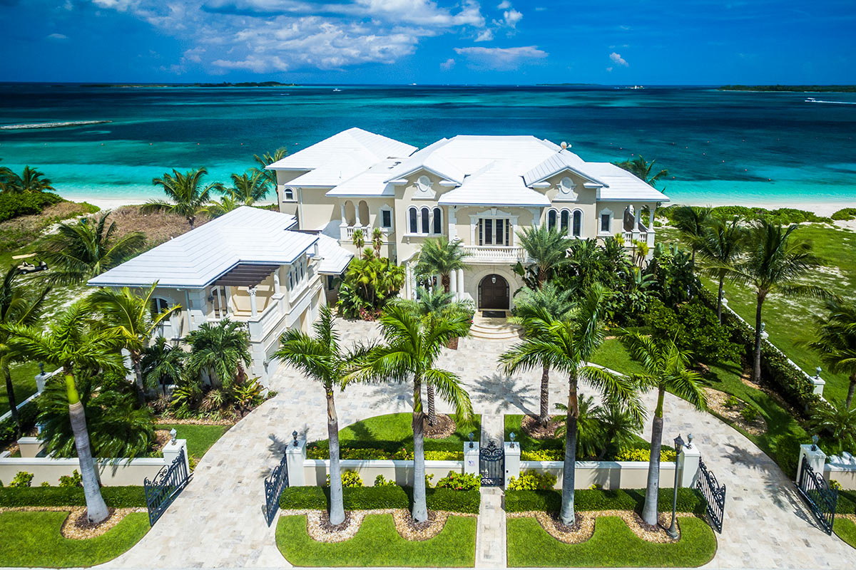 Ocean breeze villa rental paradise island the bahamas for Beach houses for rent in bahamas